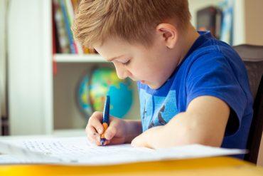 Dziecko i jego biurko