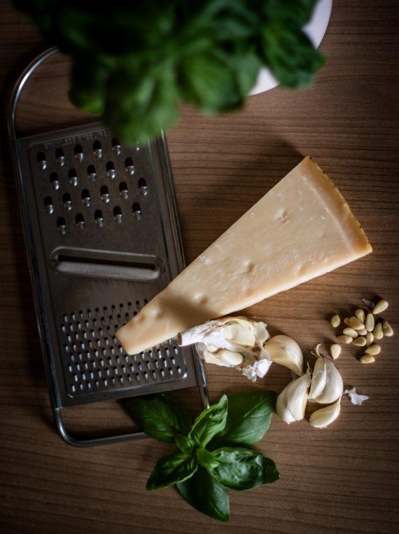 Parmesan, czosnek i bazylia