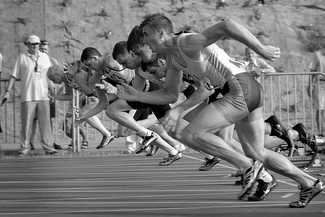 Sportowcy podczas biegu