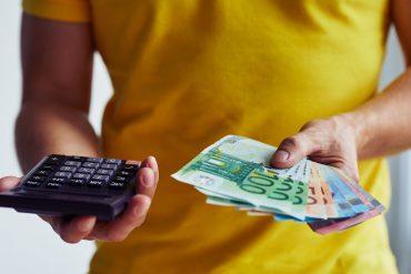 Waluta w dłoni