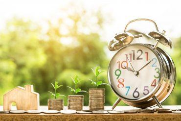 Pieniądze, domek i zegarek