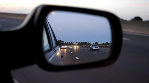 Boczne lusterko samochodu