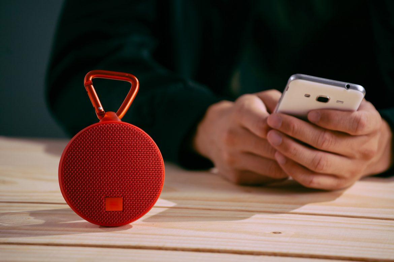 Czerwony głośnik mobilny