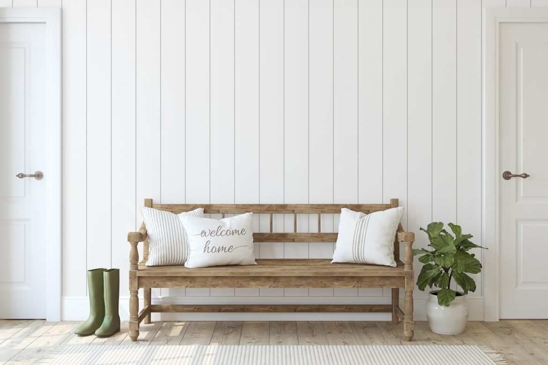 Drewniana ławka w przedpokoju