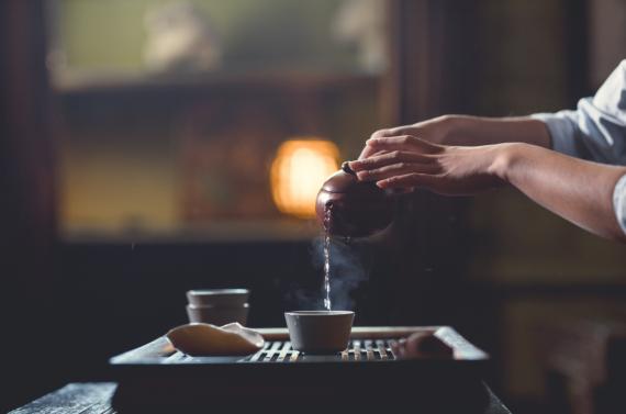 nalewanie herbaty
