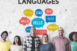 Ludzie podczas kursu językowego