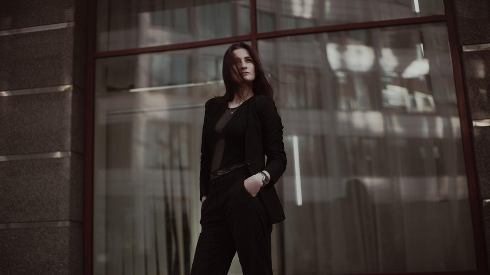 Kobieta w czerni