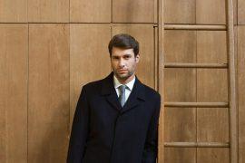 Mężczyzna w płaszczu
