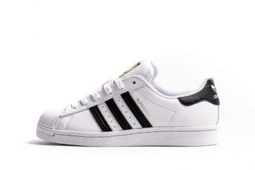 kultowe czarno białe adidasy superstar