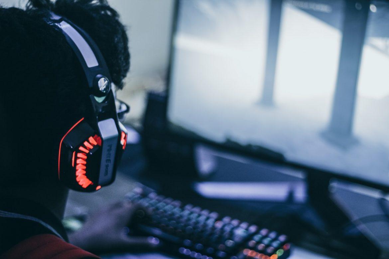gaming zbliżenie na słuchawki gamera