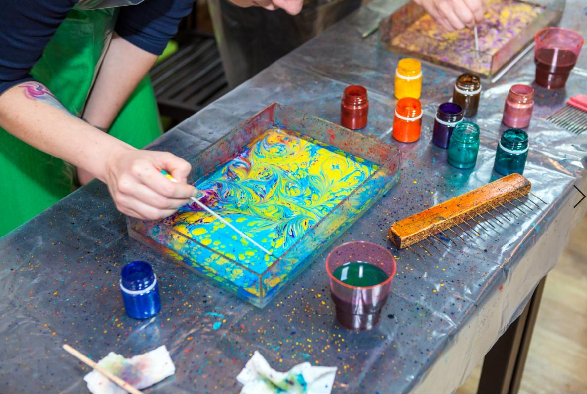 ebru sztuka malowania na wodzie