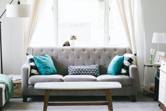 szara elegancka sofa
