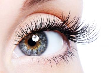 zbliżenie na kobiece oko