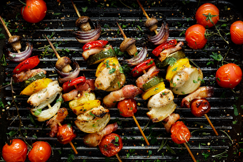 szaszłyki na grillu