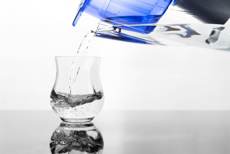 dzbanek filtrujący woda