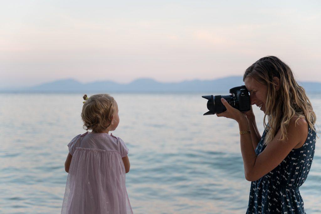 sesja fotograficzna dziewczynka nad morzem