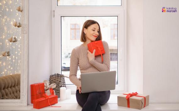 kobieta laptop prezenty