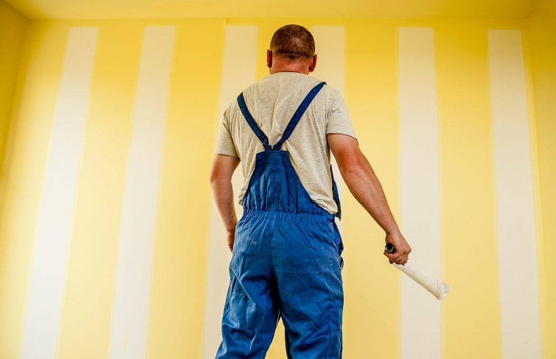 malowanie ściany na żółto