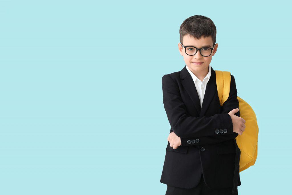 uczeń z plecakiem