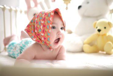 niemowlę w chustce